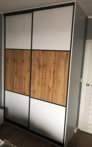 szafa z drzwiami przesuwanymi